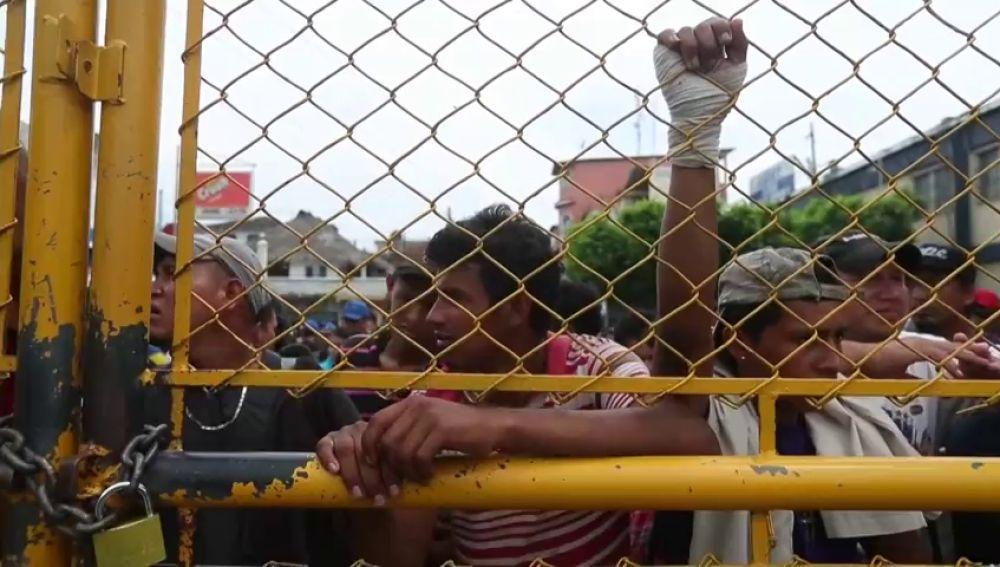 Tensión en la frontera entre México y Guatemala por la entrada de la segunda caravana de migrantes