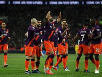 Mahrez dedica su gol al dueño del Leicester