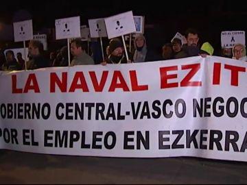 Trabajadores de La Naval se encierran en el astilero para intentar mantener sus trabajos