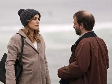 Elena comienza a investigar sobre la desaparición de Anne