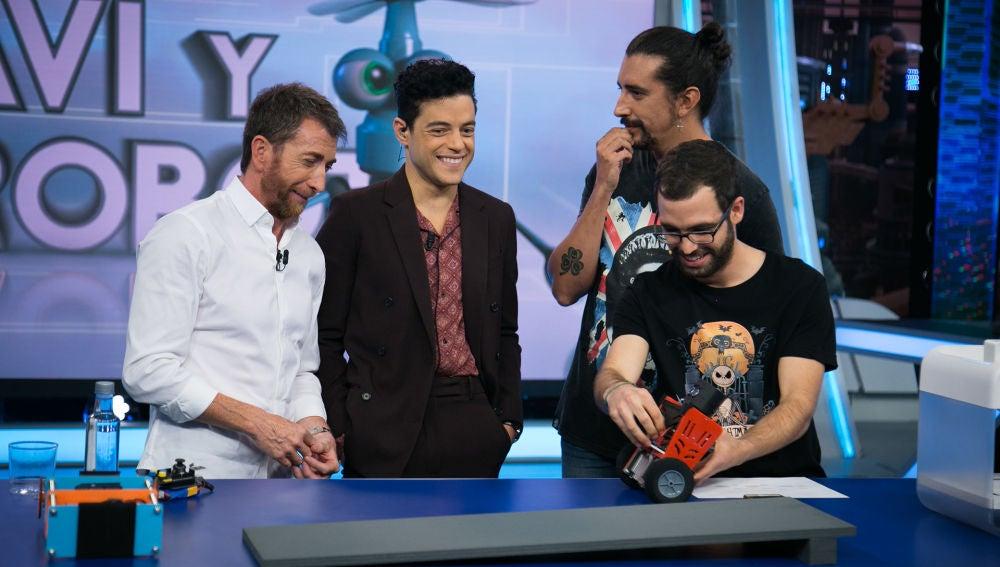 Rami Malek alucina con el robot equilibrista del equipo de ciencia de 'El Hormiguero 3.0'_video