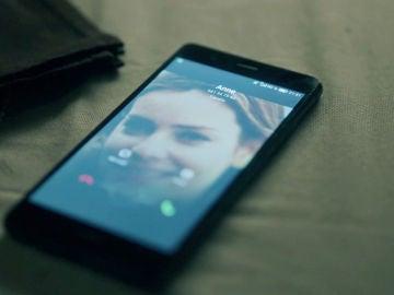 Una llamada entrante de Anne deja en shock a Jon y Elena