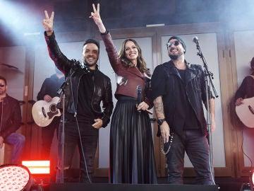 Luis Fonsi y Antonio Orozco te llevan a su concierto improvisado en el centro de Madrid
