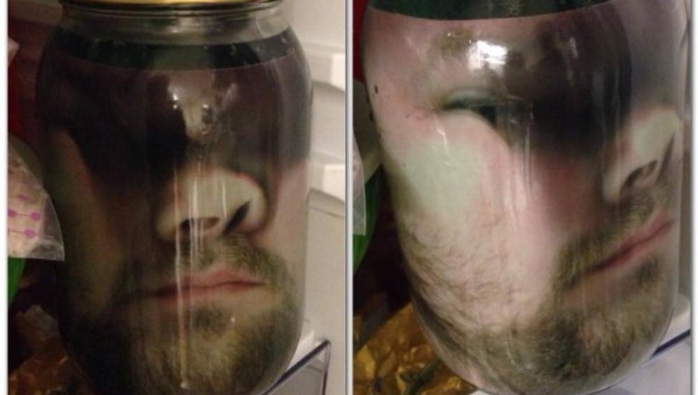 Cara imprimida en una jarra
