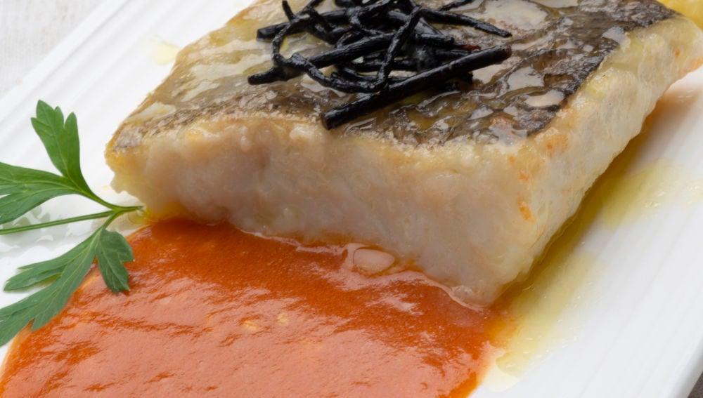 Bacalao asado con salsa de txacolí.