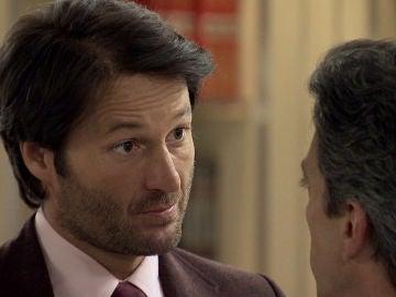 Gabriel soluciona el conflicto del robo y consigue que Natalia se reincorpore en el hotel
