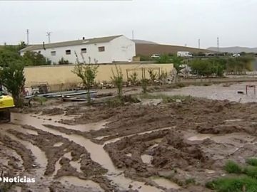 Los vecinos de Teba, afectados por las últimas riadas, llevan tres noches en una iglesia para reclamar que el Gobierno les cubra los daños