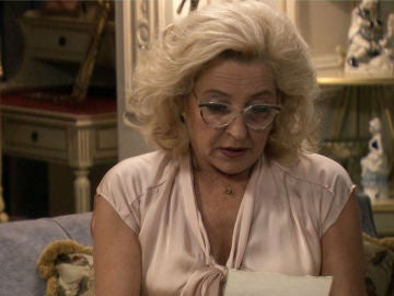 Mónica se va de casa tras ser abandonada por su padre el día del aniversario de la muerte de su madre