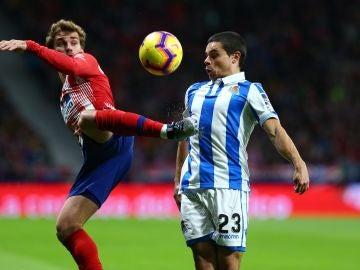 Sangalli disputa el balón con Griezmann