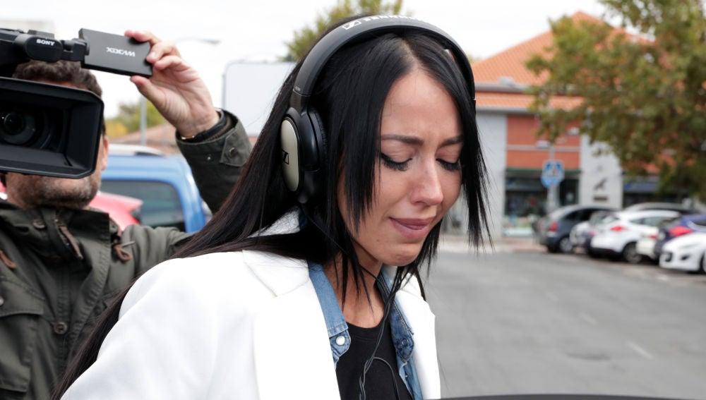 Las lágrimas de Aurah Ruiz a la salida de los juzgados