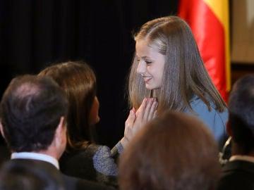 La reina Letizia felicita a su hija Leonor tras su lectura