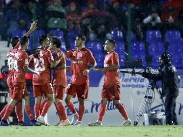 Los jugadores del Real Madrid celebran un gol ante el Melilla