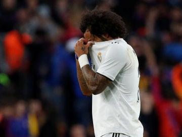 Marcelo se lamenta tras acabar lesionado en el Clásico