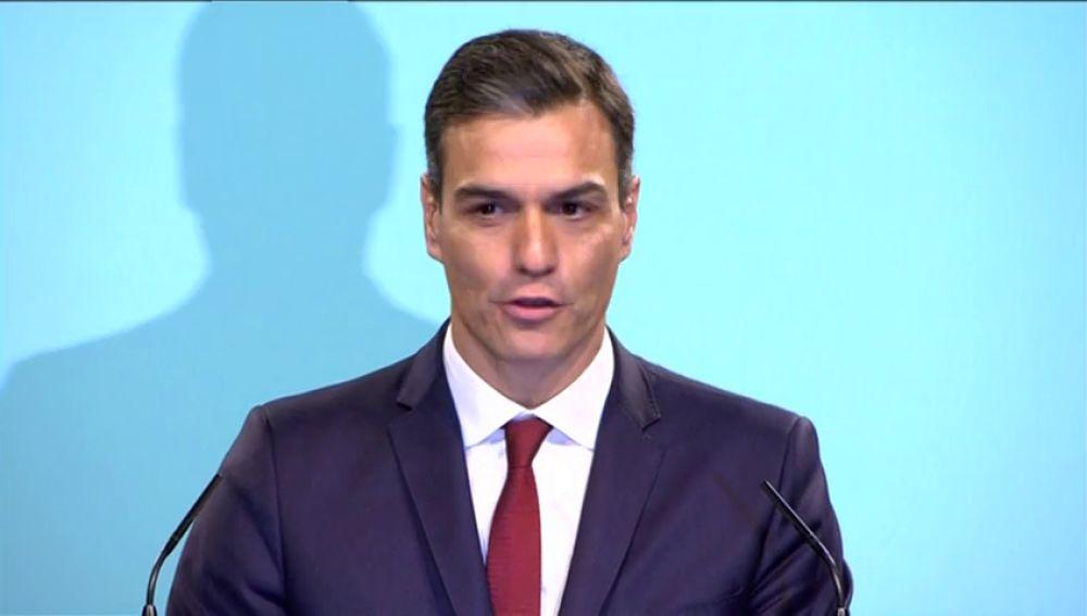 Pedro Sánchez lee el artículo 2 de la Constitución