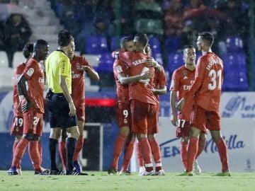 Los jugadores del Real Madrid celebran el gol de Karim Benzema ante el Melila