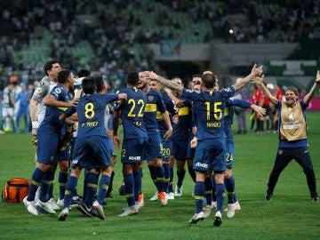 Los jugadores de Boca Juniors celebran su pase a la final de la Libertadores