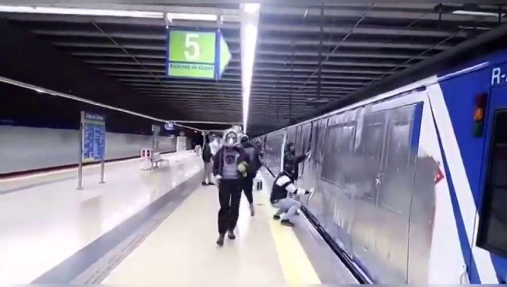 Un maquinista del Metro de Madrid sufre una crisis de ansiedad tras ser obligado por unos grafiteros a mover el tren para pintarlo