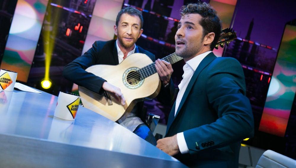 David Bisbal canta 'Perdón' con Pablo Motos a la guitarra en 'El Hormiguero 3.0'