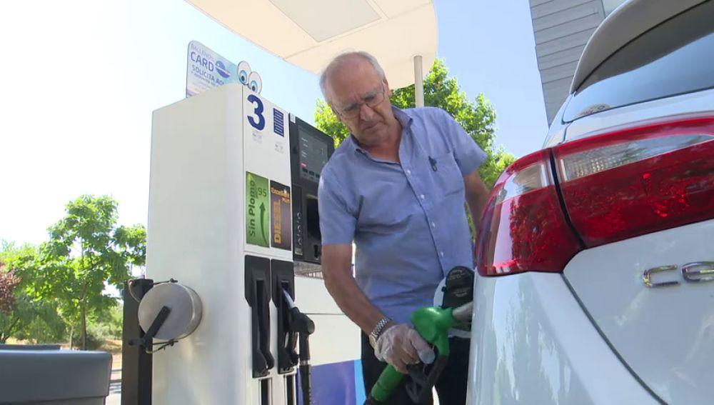 El precio de la gasolina y el del diésel encadenan una subida del 8 % y del 11 %, respectivamente, en lo que va de año