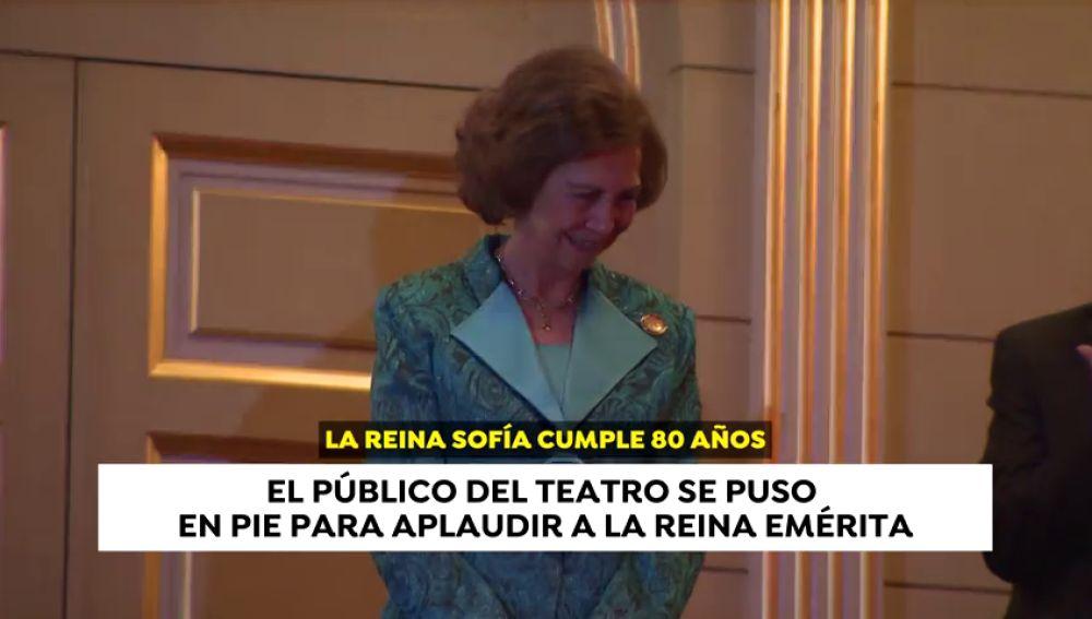 Doña Sofía, ovacionada en la entrega de premios BMW de pintura