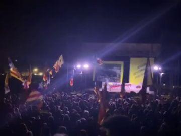 Miles de personas se concentran ante Lledoners