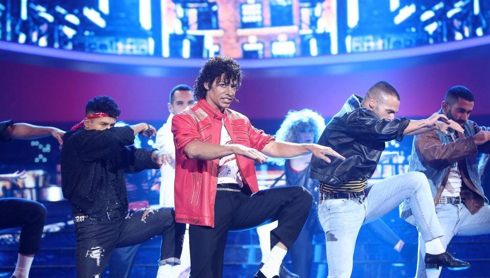 Carlos Baute nos entrega su alma como un perfecto Michael Jackson en 'Beat it'