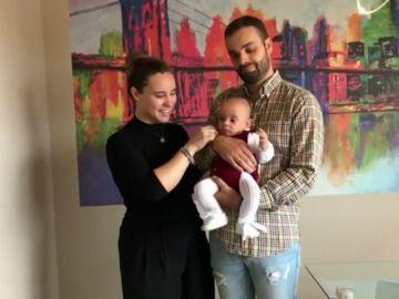 El bebé que nació pesando 510 gramos vuelve al hospital donde le salvaron la vida