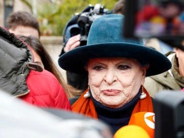 Lucía Bosé a su llegado a los juzgados