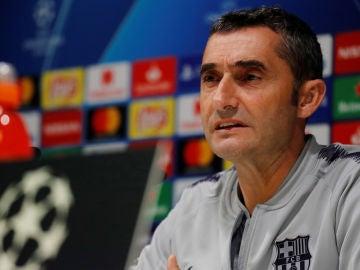 Ernesto Valverde atiende a los periodistas