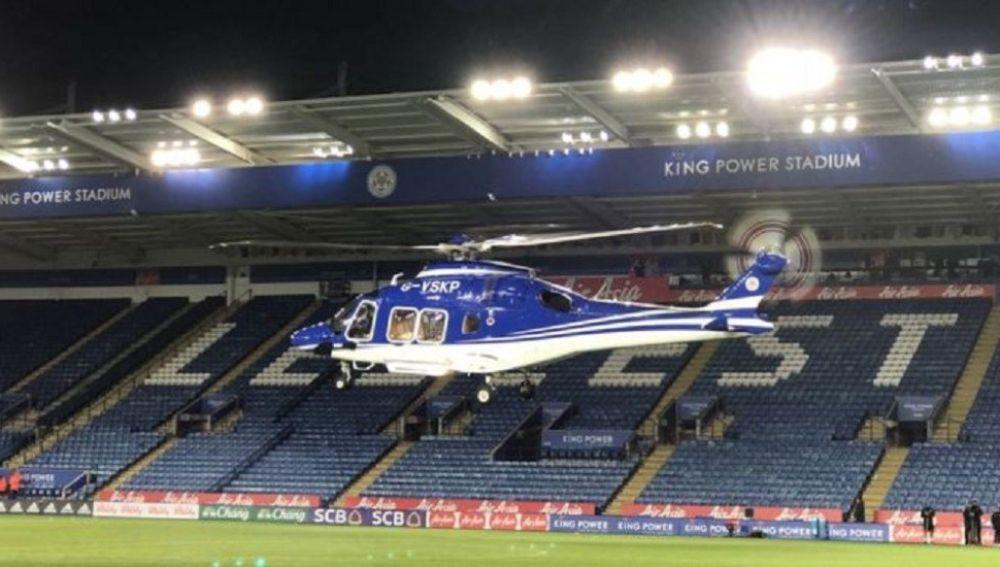 El helicóptero del dueño del Leicester despega del estadio del equipo inglés