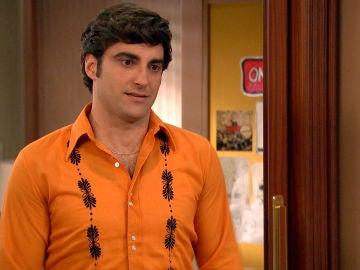 """Álvaro, preocupado le confiesa a Carolina: """"Tu padre se ha enterado de lo nuestro"""""""