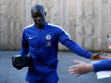 Kanté saluda a los aficionados del Chelsea