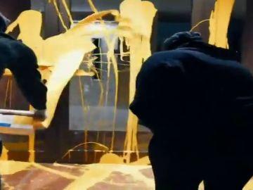 Arran lanza pintura amarilla contra la casa del juez Pablo Llarena