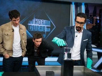 """VÍDEO: Eddie Redmayne se emociona con la ciencia de Marron en 'El Hormiguero 3.0': """"Este es mi programa de televisión favorito de la historia"""""""