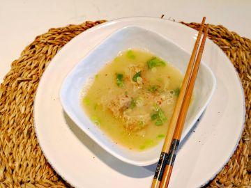 Sopa de pollo con wontón