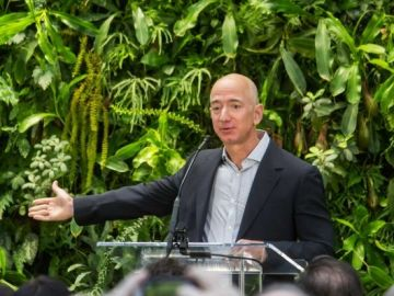 Jeff Bezos at Amazon Spheres Grand Opening in Seattle   2018 (39074799225)_643x397