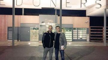 Guardiola, junto a Xavi Torres en la prisión de Lledoners