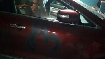 Pintadas en el coche de Alejandro Fernández