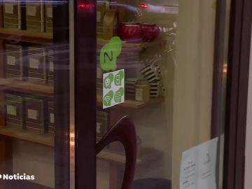 Varios comercios de Madrid ofrecen agua, wifi o acceso al aseo gratis a los viandantes
