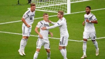 Werner felicita a Toni Kroos tras marcar con Alemania