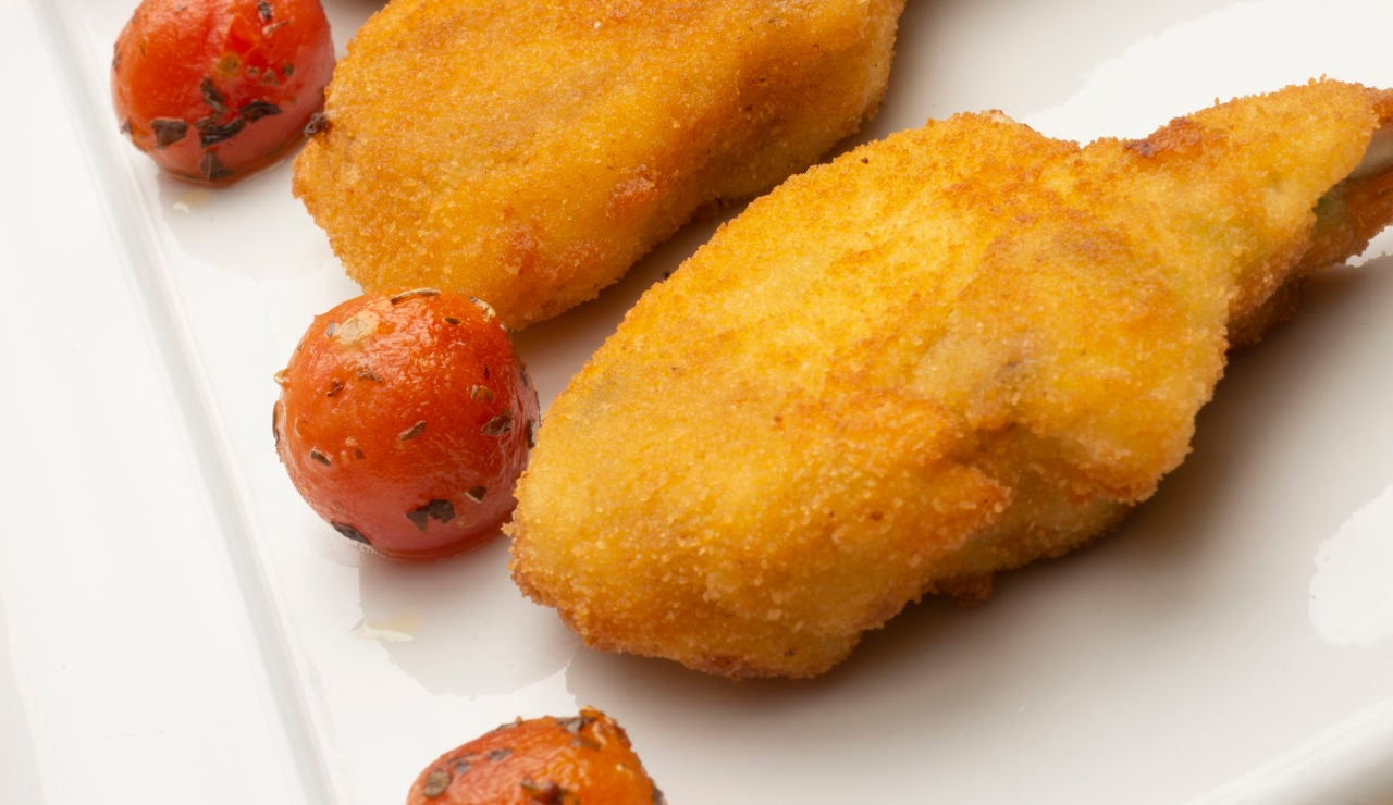 Chuletillas de cordero con besamel de ajo fresco y cebolletas