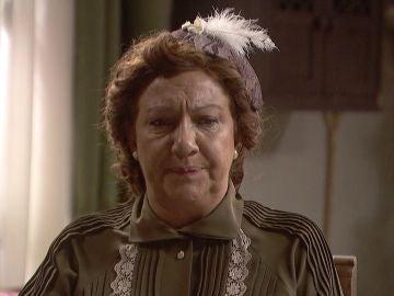 Dolores, alucinada y preocupada con el trato de Antolina a Elsa