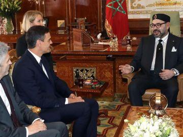 Pedro Sánchez y el rey Mohamed VI de Marruecos