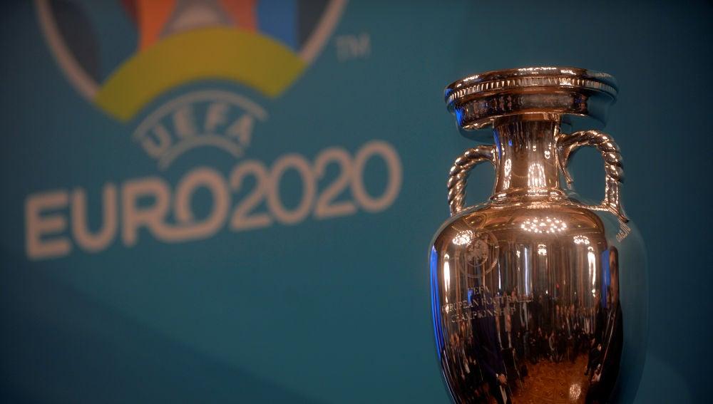 El trofeo de la Eurocopa, en una presentación en Bilbao