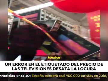 Locura en un centro comercial mexicano para comprar una televisión