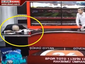 Un periodista turco sufre un infarto en pleno directo