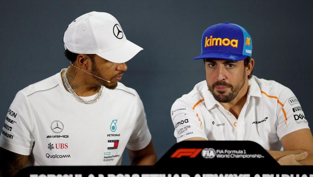 Lewis Hamilton y Fernando Alonso, en rueda de prensa