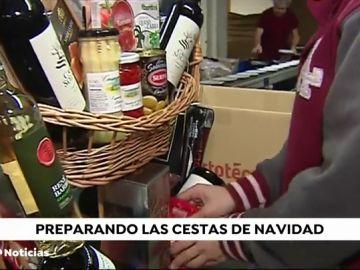 Las empresas que preparan las cestas de Navidad trabajan ya a pleno rendimiento