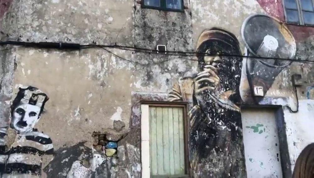 Un promotor intenta sin éxito desde 2010 recuperar una casa okupada en Santiago
