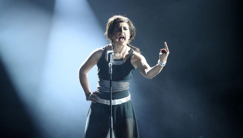Actuación Mimi Bebe